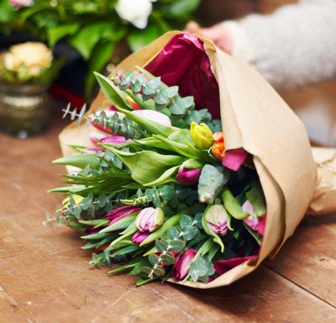 zielono różowy bukiet kwiatów