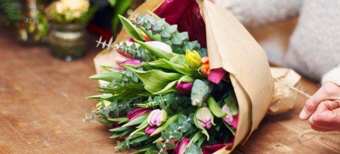 bukiet zielono różowych kwiatów 2